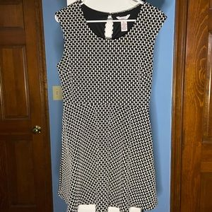 Juniors XL Blck & Wht Candies Brand Dress. Midi.